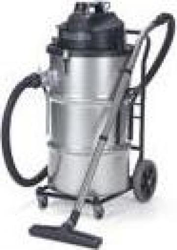 Aspirator industrial cu scuturator manual al filtrului de la Tehnic Clean System