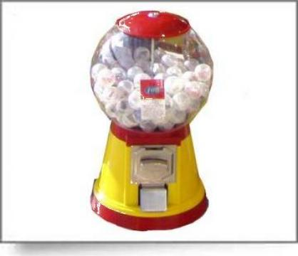 Automat jucarii si guma de mestecat