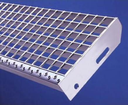 Trepte metalice zincate si forjate termic de la Dovexim S.r.l.