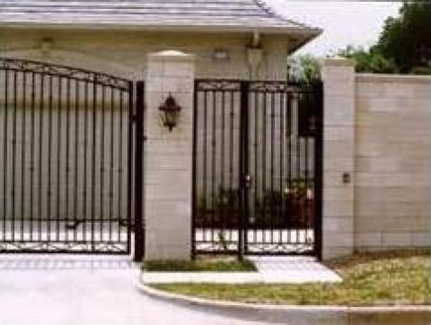 Porti din fier forjat cu elemente decorative de la Rollux Construct