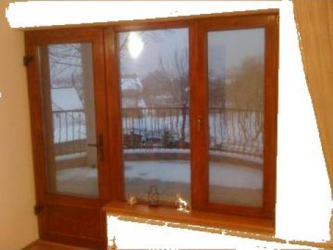 Termopan pe profil de lemn de stejar usa+fereastra de la Expres Com Alim Srl.