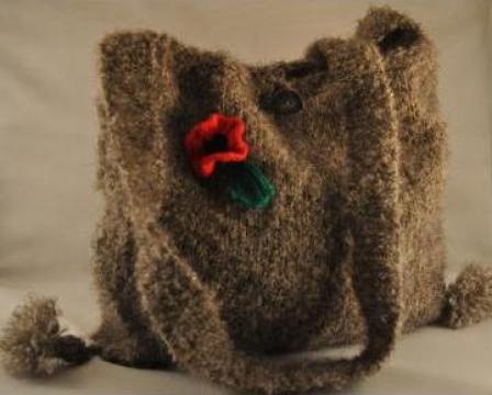 Traista din lana tricotata cu maci de la Danna Stil