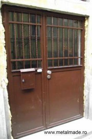 Usa metalica pentru intrare in bloc