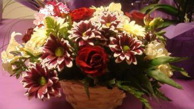Cos cu flori colorate Irina de la Sc Floraria Floarea Vietii Srl