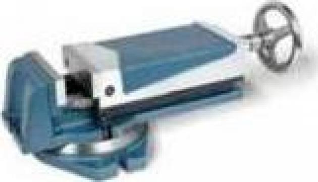Menghina cu dispozitiv hidraulic SVH-160 de la Sc Real Rom Prest Invest Srl