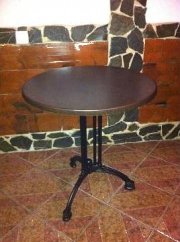 Masa cu picior de fonta destinata cafenelelor de la Expres Com Alim Srl.