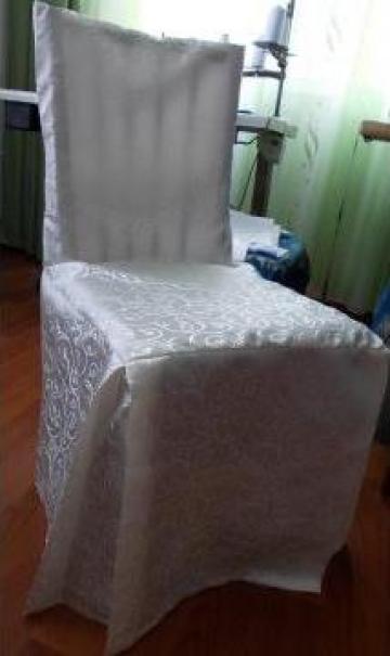 Husa de scaun pe forma scaunului din brocard
