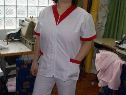 Uniforma, echipament firma curatenie alb cu rosu de la Johnny Srl.