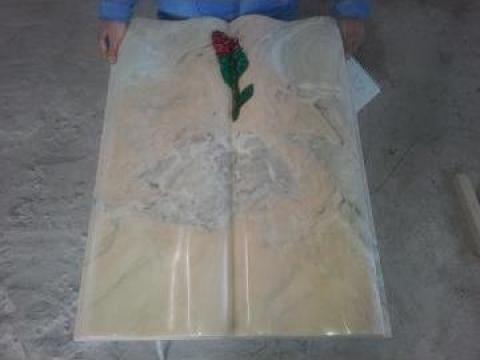 Monument funerar carte de la Sc Prelis Srl