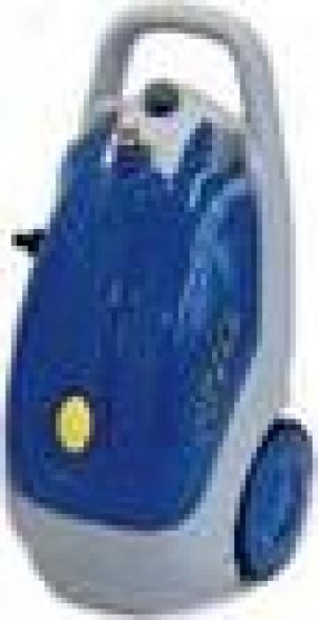 Curatator cu presiune pentru autoturisme de la Tehnic Clean System