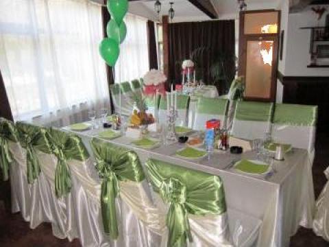 Husa scaun saten ivoire + esarfa satin verde de la Miss Event