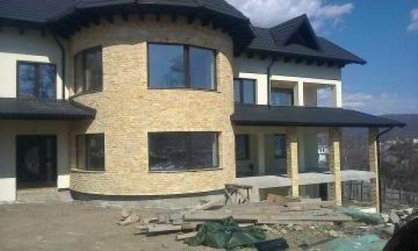 Tamplarie lemn stratificat de la Kapital Design 2008