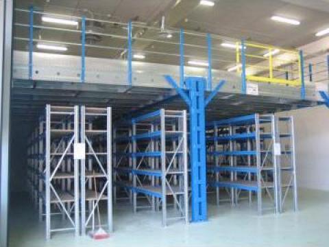 Rafturi metalice cu etaje intermediare