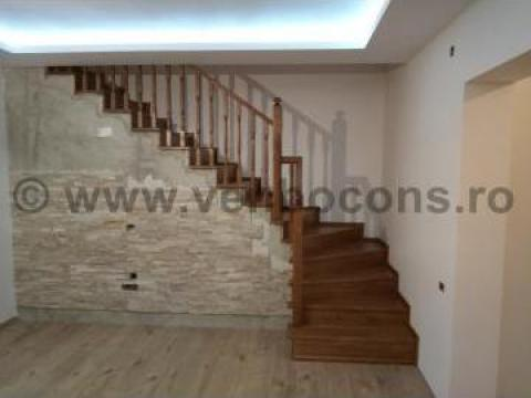 Placare trepte beton cu lemn de stejar de la Venbocons Srl