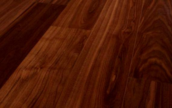 Parchet elegant din lemn de nuc
