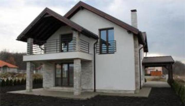 Constructii case la rosu / la cheie