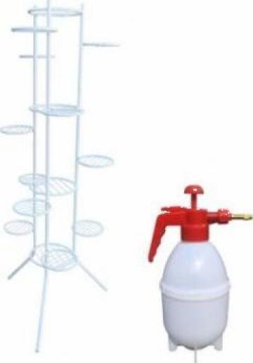 Suport alb Raki metalic pentru 12 ghivece cu pompa stropit de la Basarom Com