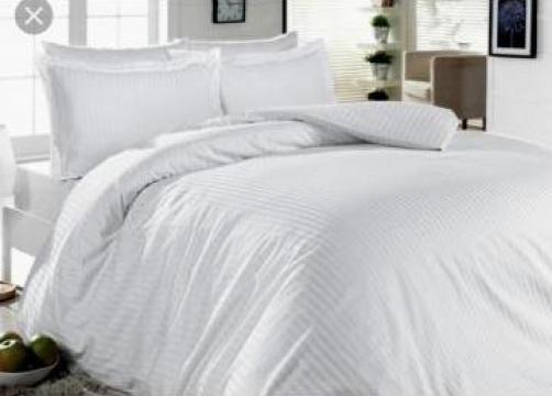 Lenjerii de pat albe Damasc de la Sc Atelier Blue Srl
