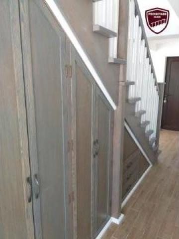Scara interioara din lemn pe vang cu depozitare de la Antohe Ionel Intreprindere Individuala