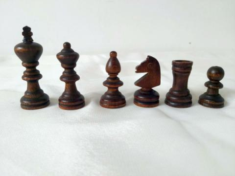 Piese de sah din lemn Staunton 3 in punga de plastic de la Chess Events Srl