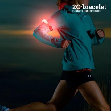 Bratara sportiva cu LED de siguranta de la Plasma Trade Srl (happymax.ro)
