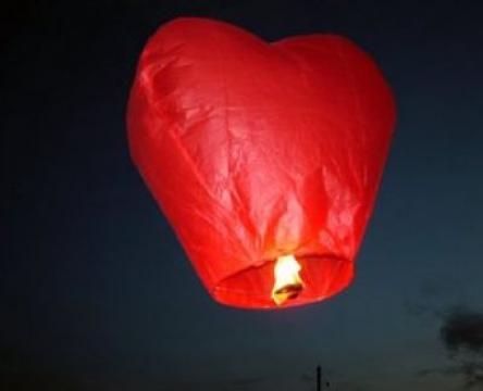 Lampion zburator in forma de inima de la Preturi Rezonabile