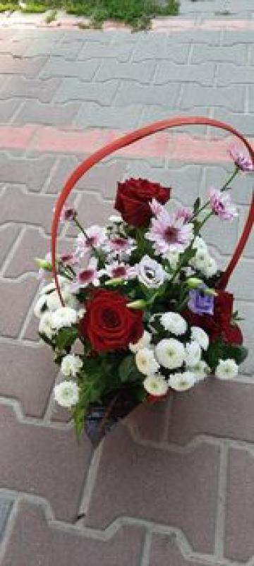 Cos cu flori naturale de la Sc Gherasim Srl