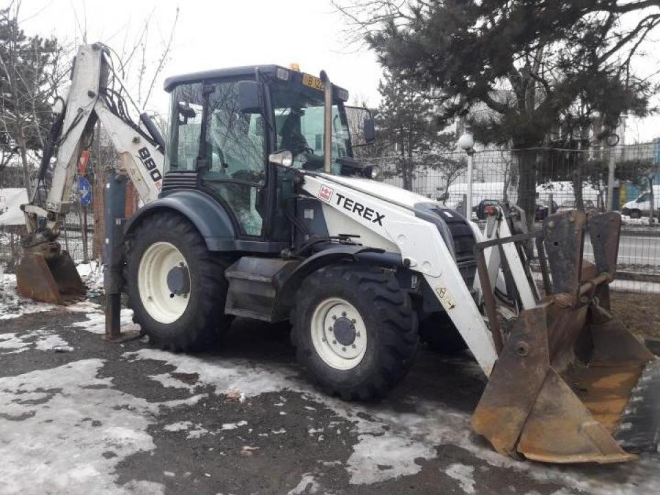 Inchiriere buldoexcavator Terex 880 Elite